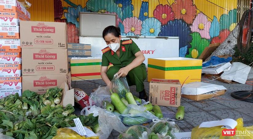 Ảnh: Ngày đầu hoạt động ở các điểm cung ứng thực phẩm do Công an Đà Nẵng đảm nhiệm ảnh 13
