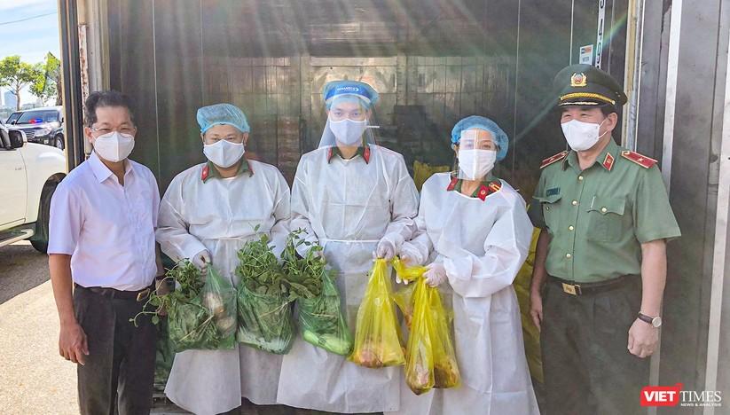Ảnh: Ngày đầu hoạt động ở các điểm cung ứng thực phẩm do Công an Đà Nẵng đảm nhiệm ảnh 4
