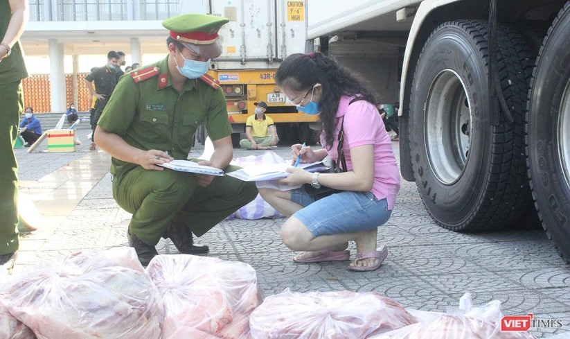 Ảnh: Ngày đầu hoạt động ở các điểm cung ứng thực phẩm do Công an Đà Nẵng đảm nhiệm ảnh 15