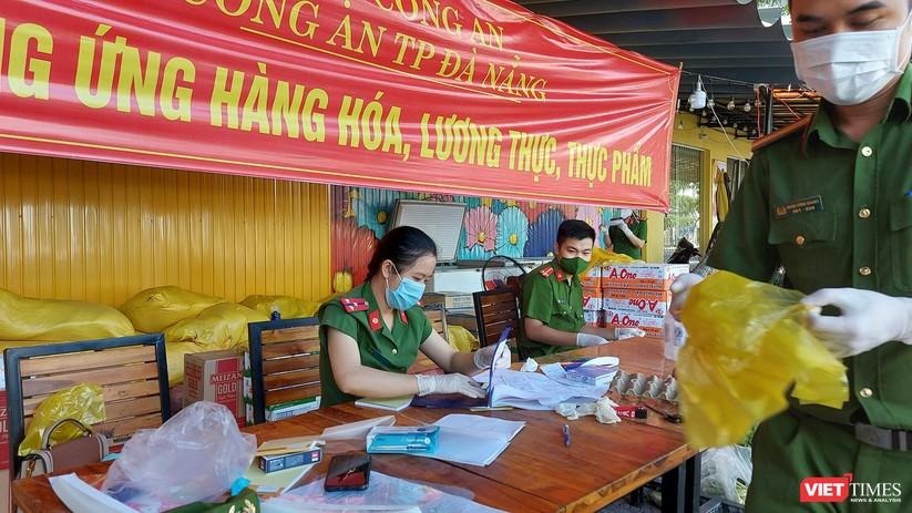 Ảnh: Ngày đầu hoạt động ở các điểm cung ứng thực phẩm do Công an Đà Nẵng đảm nhiệm ảnh 5