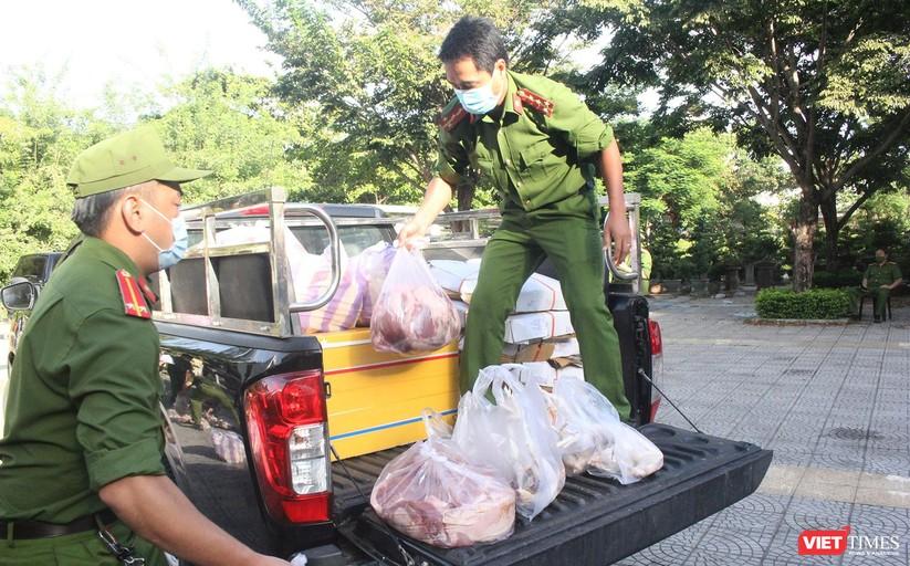 Ảnh: Ngày đầu hoạt động ở các điểm cung ứng thực phẩm do Công an Đà Nẵng đảm nhiệm ảnh 17