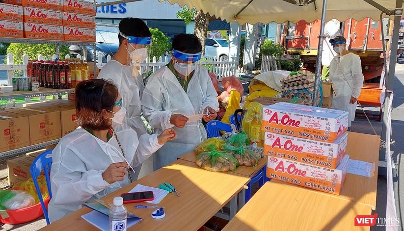 Ảnh: Ngày đầu hoạt động ở các điểm cung ứng thực phẩm do Công an Đà Nẵng đảm nhiệm ảnh 6
