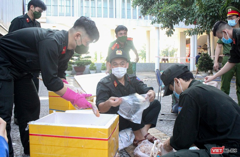 Ảnh: Ngày đầu hoạt động ở các điểm cung ứng thực phẩm do Công an Đà Nẵng đảm nhiệm ảnh 7