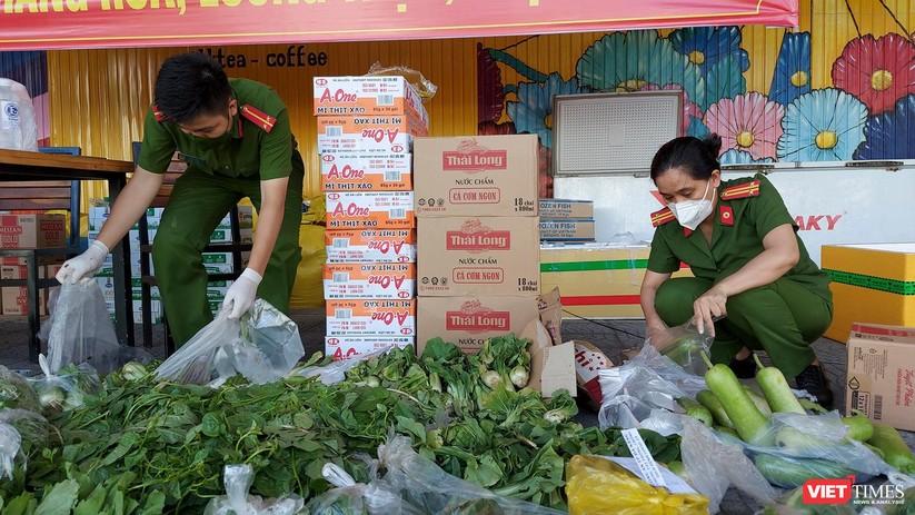 Ảnh: Ngày đầu hoạt động ở các điểm cung ứng thực phẩm do Công an Đà Nẵng đảm nhiệm ảnh 10