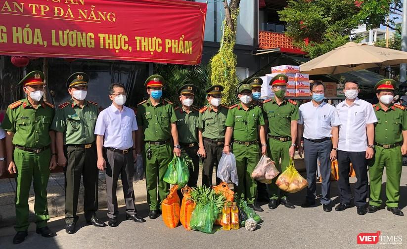Ảnh: Ngày đầu hoạt động ở các điểm cung ứng thực phẩm do Công an Đà Nẵng đảm nhiệm ảnh 1