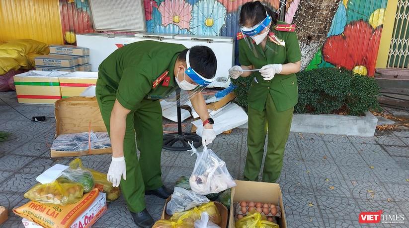 Ảnh: Ngày đầu hoạt động ở các điểm cung ứng thực phẩm do Công an Đà Nẵng đảm nhiệm ảnh 9