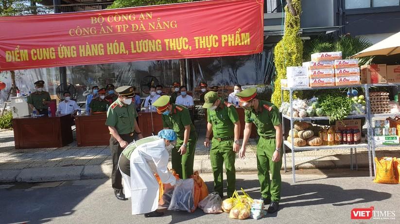 """Ảnh: Khi các chiến sĩ công an ở Đà Nẵng vào vai """"người vận chuyển"""" ảnh 1"""