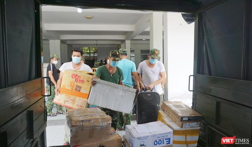 Ảnh: Quân đội khẩn trương dọn dẹp, chuyển ký túc xá thành bệnh viện dã chiến 2.000 giường ở Đà Nẵng ảnh 12