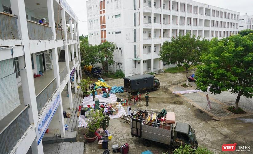 Ảnh: Quân đội khẩn trương dọn dẹp, chuyển ký túc xá thành bệnh viện dã chiến 2.000 giường ở Đà Nẵng ảnh 13