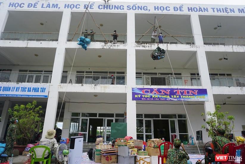 Ảnh: Quân đội khẩn trương dọn dẹp, chuyển ký túc xá thành bệnh viện dã chiến 2.000 giường ở Đà Nẵng ảnh 3