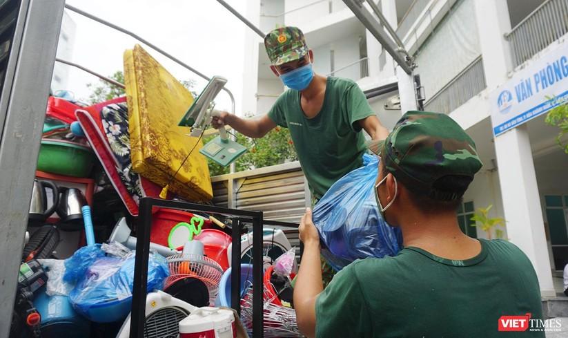 Ảnh: Quân đội khẩn trương dọn dẹp, chuyển ký túc xá thành bệnh viện dã chiến 2.000 giường ở Đà Nẵng ảnh 11