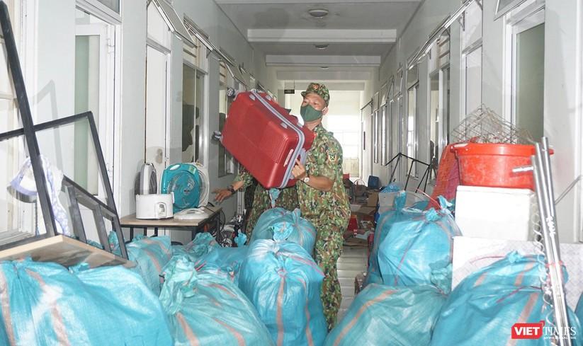 Ảnh: Quân đội khẩn trương dọn dẹp, chuyển ký túc xá thành bệnh viện dã chiến 2.000 giường ở Đà Nẵng ảnh 9