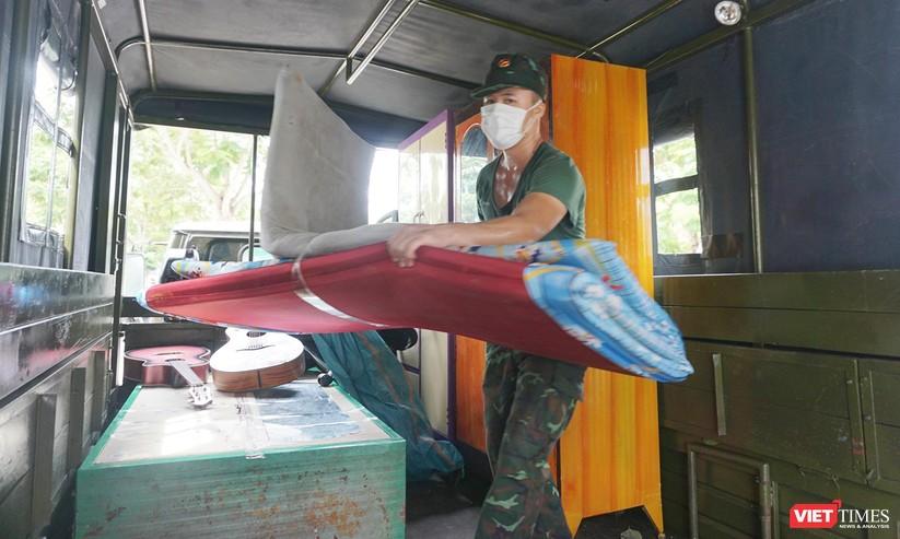 Ảnh: Quân đội khẩn trương dọn dẹp, chuyển ký túc xá thành bệnh viện dã chiến 2.000 giường ở Đà Nẵng ảnh 10