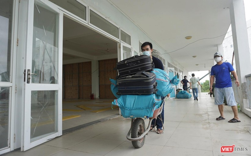 Ảnh: Quân đội khẩn trương dọn dẹp, chuyển ký túc xá thành bệnh viện dã chiến 2.000 giường ở Đà Nẵng ảnh 5
