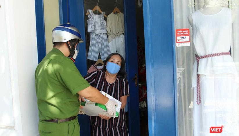 """Ảnh: Khi các chiến sĩ công an ở Đà Nẵng vào vai """"người vận chuyển"""" ảnh 15"""