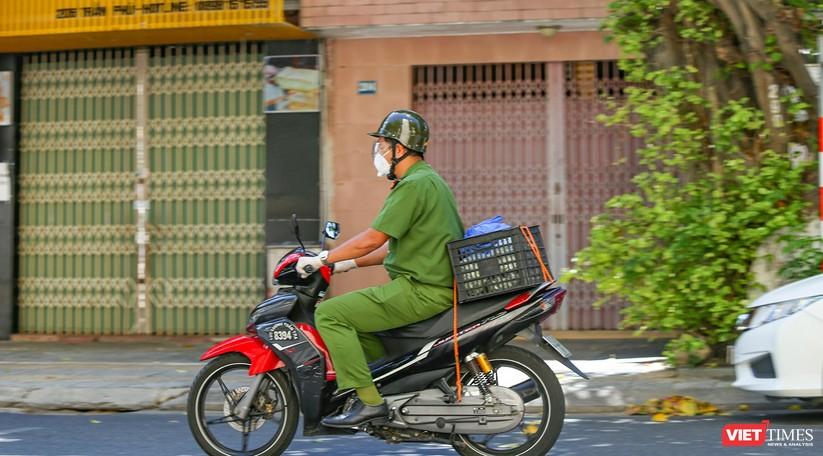 """Ảnh: Khi các chiến sĩ công an ở Đà Nẵng vào vai """"người vận chuyển"""" ảnh 14"""