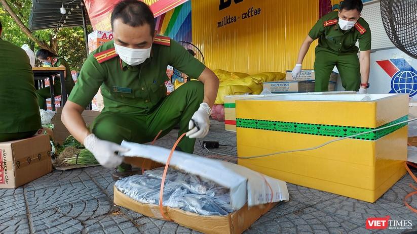 """Ảnh: Khi các chiến sĩ công an ở Đà Nẵng vào vai """"người vận chuyển"""" ảnh 11"""