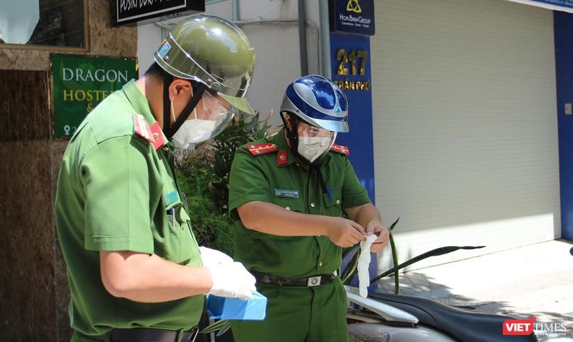 """Ảnh: Khi các chiến sĩ công an ở Đà Nẵng vào vai """"người vận chuyển"""" ảnh 16"""