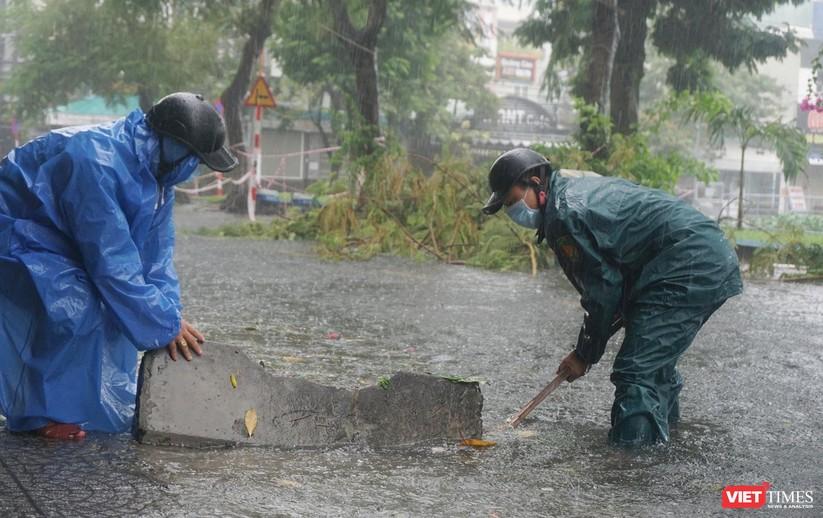 Cập nhật bão số 5 ở Đà Nẵng: Mưa lớn, gió giật mạnh, nhiều tuyến đường ngập nặng ảnh 8