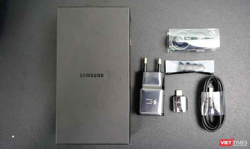 Mở hộp Galaxy S9+ phiên bản 256 GB duy nhất tại Việt Nam ảnh 1