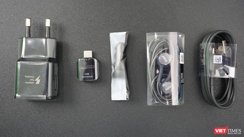 Mở hộp Galaxy S9+ phiên bản 256 GB duy nhất tại Việt Nam ảnh 2