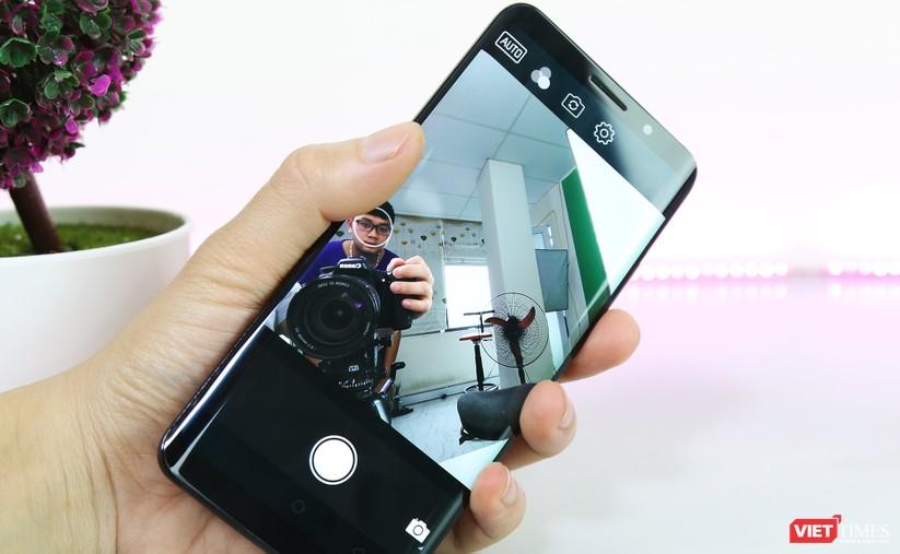 Trên tay smartphone Trung Quốc cao cấp giống Galaxy S9+ ảnh 11