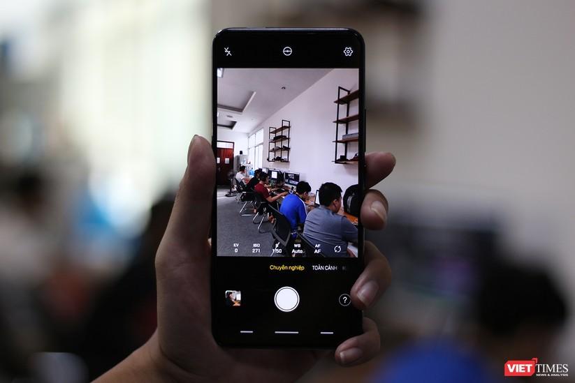 """Mở hộp mẫu điện thoại độc đáo với camera """"thò thụt"""" đầu tiên trên thế giới ảnh 13"""