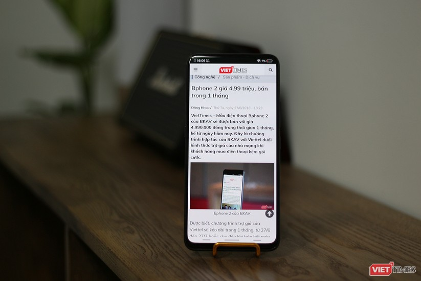 """Mở hộp mẫu điện thoại độc đáo với camera """"thò thụt"""" đầu tiên trên thế giới ảnh 16"""
