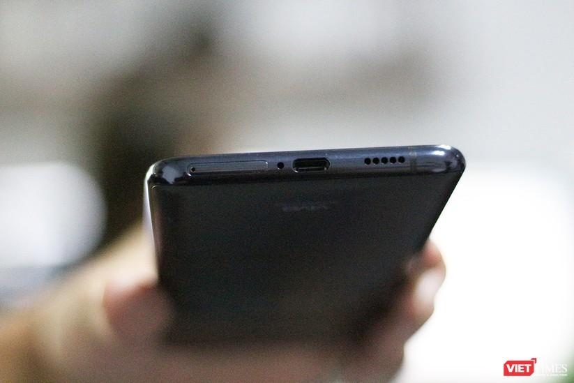 """Mở hộp mẫu điện thoại độc đáo với camera """"thò thụt"""" đầu tiên trên thế giới ảnh 19"""