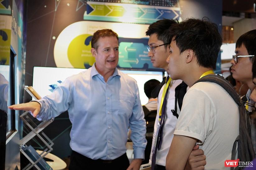 """Chùm ảnh """"Triển lãm Quốc tế về Công nghiệp 4.0"""" tại Việt Nam, nơi có sự hiện diện của robot nổi tiếng Sophia ảnh 17"""