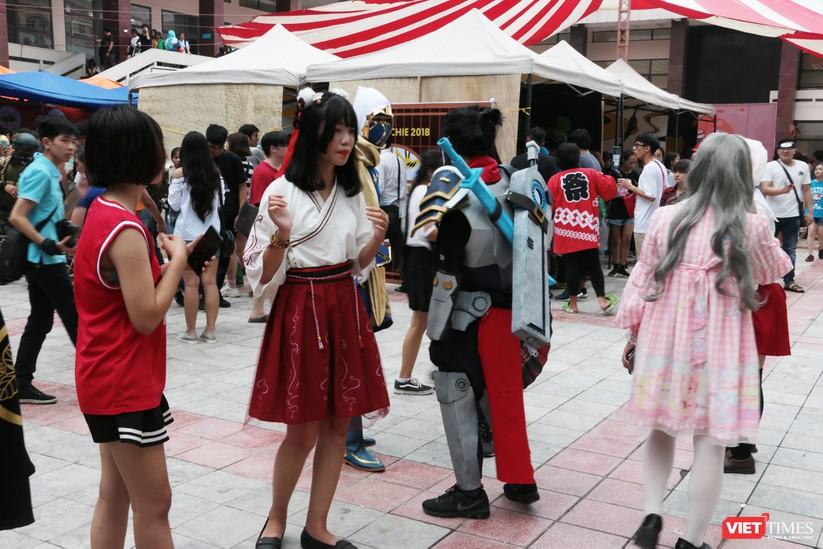 """Rực rỡ sắc màu các bộ trang phục Cosplay trong lễ hội văn hóa Nhật Bản """"Ichigo Ichie 2018"""" tại Hà Nội ảnh 2"""