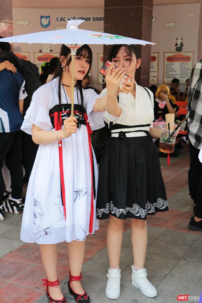 """Rực rỡ sắc màu các bộ trang phục Cosplay trong lễ hội văn hóa Nhật Bản """"Ichigo Ichie 2018"""" tại Hà Nội ảnh 35"""