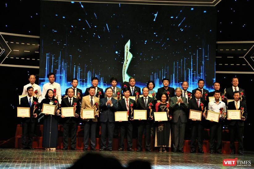 Những hình ảnh ấn tượng tại Lễ trao giải thưởng Chuyển đổi số Việt Nam 2019 ảnh 19