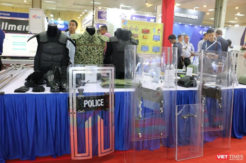 Chiêm ngưỡng hàng trăm trang thiết bị quân sự hiện đại xuất hiện tại Triển lãm Quốc tế về Quốc phòng và An ninh Việt Nam 2019 ảnh 28