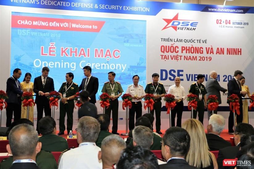 Chiêm ngưỡng hàng trăm trang thiết bị quân sự hiện đại xuất hiện tại Triển lãm Quốc tế về Quốc phòng và An ninh Việt Nam 2019 ảnh 4