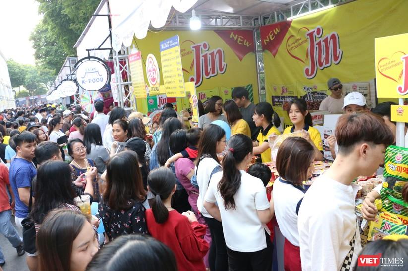 Hàng chục nghìn người chen chúc tham dự lễ hội văn hóa và ẩm thực Hàn - Việt tại phố đi bộ Hồ Gươm ảnh 12