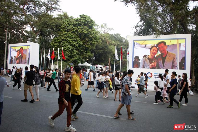 Hàng chục nghìn người chen chúc tham dự lễ hội văn hóa và ẩm thực Hàn - Việt tại phố đi bộ Hồ Gươm ảnh 1