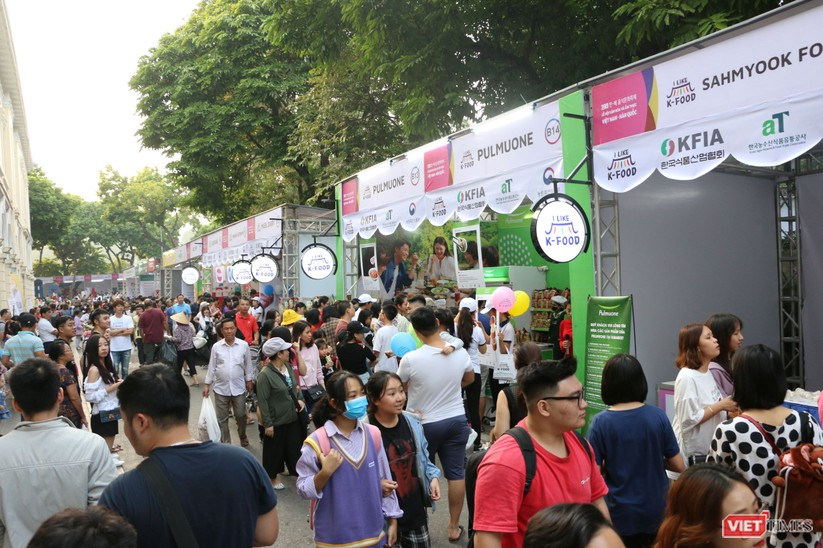 Hàng chục nghìn người chen chúc tham dự lễ hội văn hóa và ẩm thực Hàn - Việt tại phố đi bộ Hồ Gươm ảnh 14