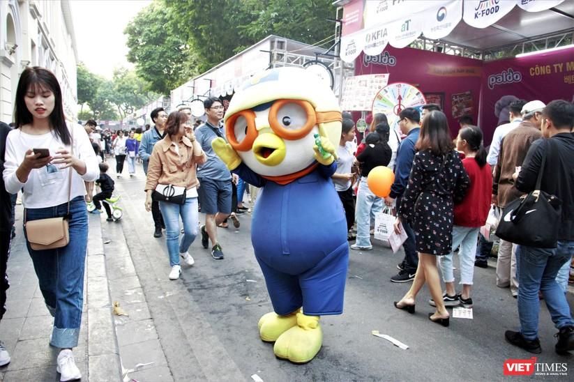 Hàng chục nghìn người chen chúc tham dự lễ hội văn hóa và ẩm thực Hàn - Việt tại phố đi bộ Hồ Gươm ảnh 16