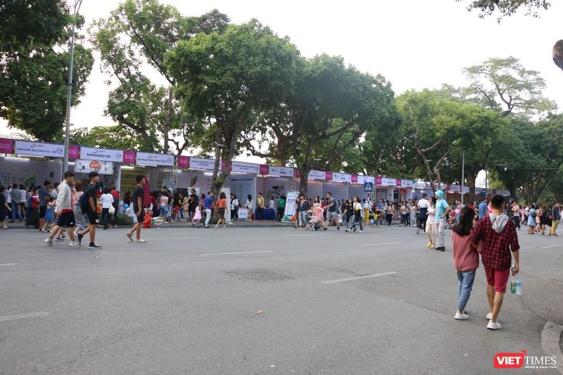 Hàng chục nghìn người chen chúc tham dự lễ hội văn hóa và ẩm thực Hàn - Việt tại phố đi bộ Hồ Gươm ảnh 17