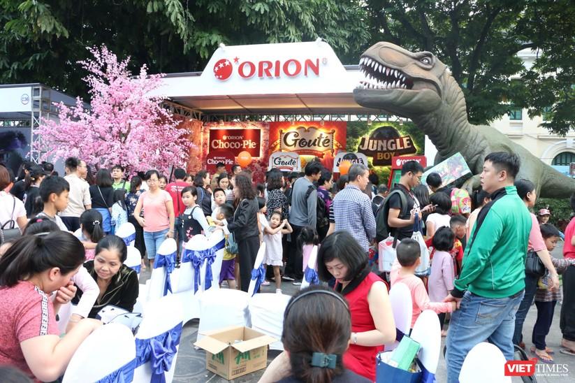 Hàng chục nghìn người chen chúc tham dự lễ hội văn hóa và ẩm thực Hàn - Việt tại phố đi bộ Hồ Gươm ảnh 18