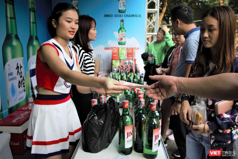 Hàng chục nghìn người chen chúc tham dự lễ hội văn hóa và ẩm thực Hàn - Việt tại phố đi bộ Hồ Gươm ảnh 22