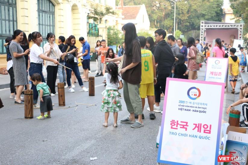 Hàng chục nghìn người chen chúc tham dự lễ hội văn hóa và ẩm thực Hàn - Việt tại phố đi bộ Hồ Gươm ảnh 26