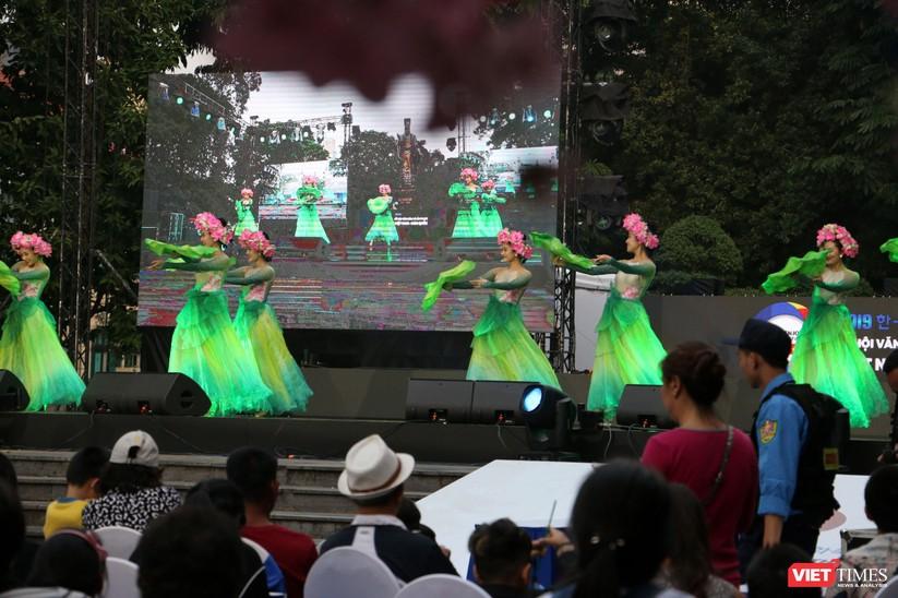 Hàng chục nghìn người chen chúc tham dự lễ hội văn hóa và ẩm thực Hàn - Việt tại phố đi bộ Hồ Gươm ảnh 28