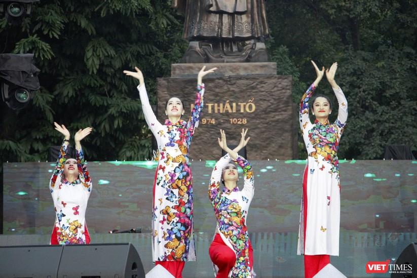 Hàng chục nghìn người chen chúc tham dự lễ hội văn hóa và ẩm thực Hàn - Việt tại phố đi bộ Hồ Gươm ảnh 30
