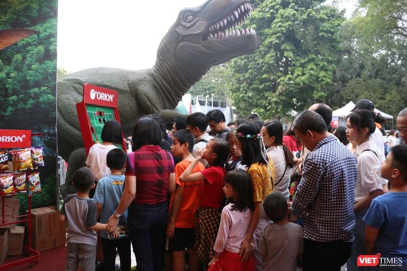 Hàng chục nghìn người chen chúc tham dự lễ hội văn hóa và ẩm thực Hàn - Việt tại phố đi bộ Hồ Gươm ảnh 19