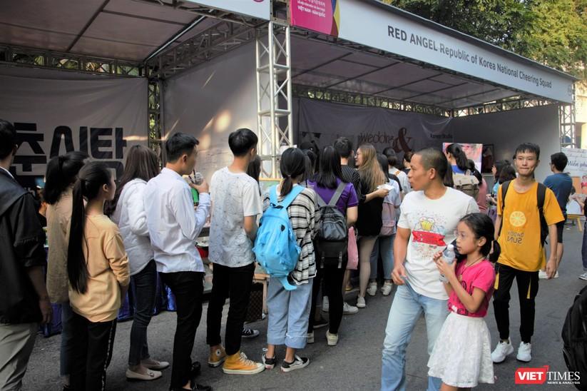 Hàng chục nghìn người chen chúc tham dự lễ hội văn hóa và ẩm thực Hàn - Việt tại phố đi bộ Hồ Gươm ảnh 3