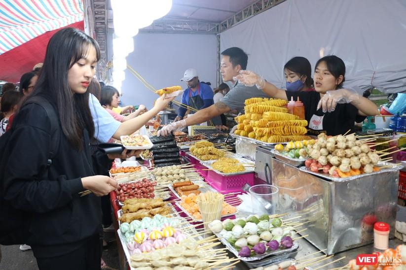 Hàng chục nghìn người chen chúc tham dự lễ hội văn hóa và ẩm thực Hàn - Việt tại phố đi bộ Hồ Gươm ảnh 4