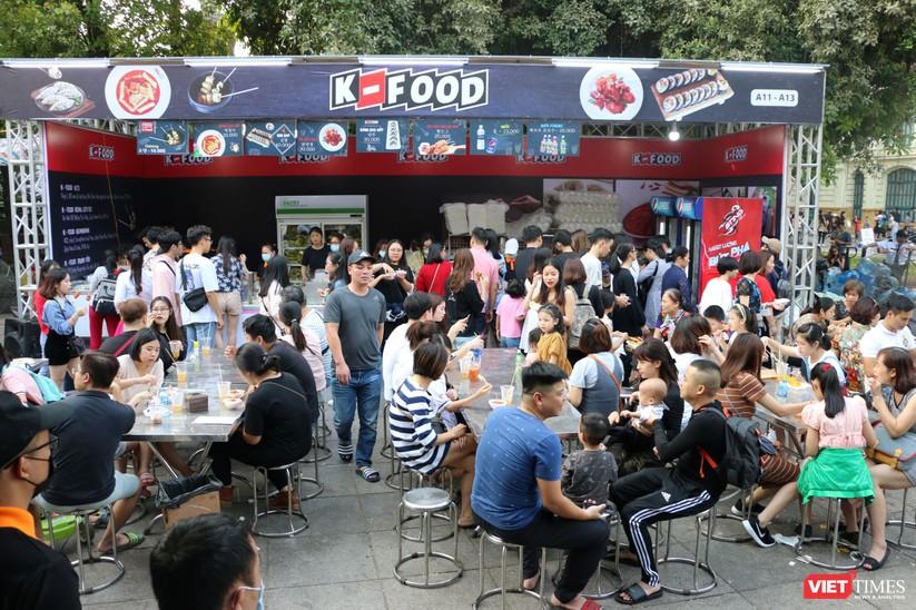 Hàng chục nghìn người chen chúc tham dự lễ hội văn hóa và ẩm thực Hàn - Việt tại phố đi bộ Hồ Gươm ảnh 6