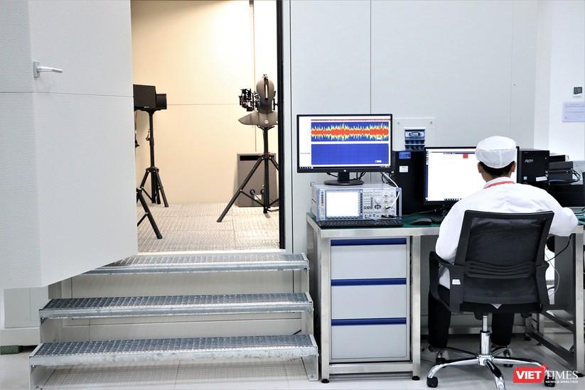 Khám phá nhà máy sản xuất thiết bị điện tử thông minh Vsmart ảnh 8